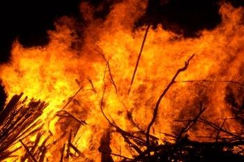 http://en.wikipedia.org/wiki/File:Large_bonfire.jpg